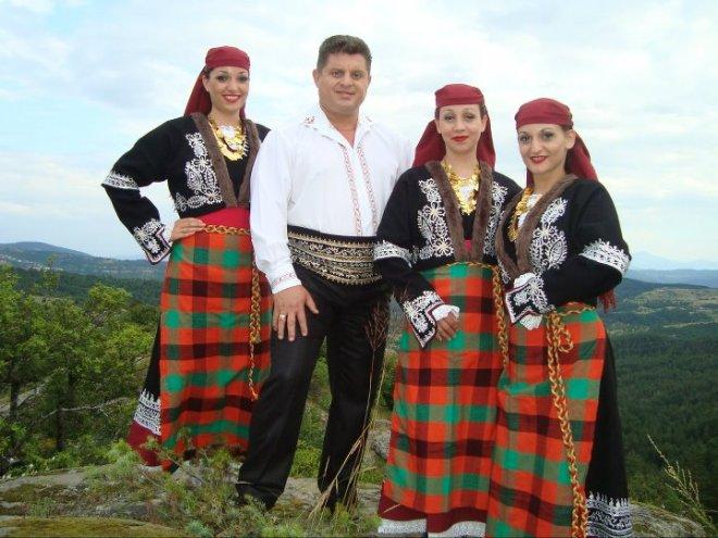 Народният певец Николай Славеев: Специалитетът ми е кавърмата