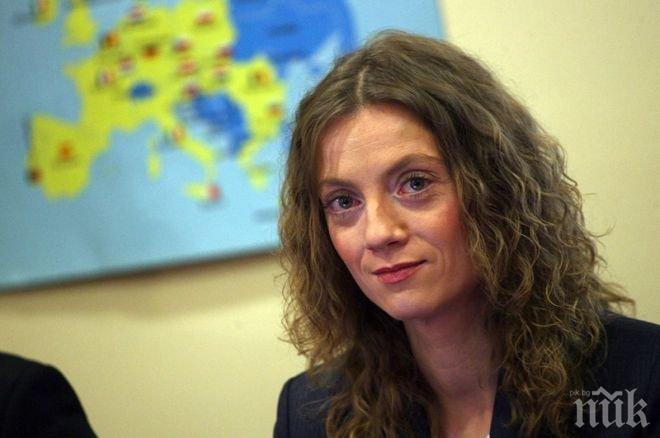 Милена Дамянова поздрави учителите от парламентарната трибуна