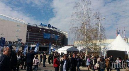 """Зала """"Арена Армеец"""" е пълна! Над 20 000 души идват за откриването на президентската кампания на ГЕРБ (СНИМКИ)"""