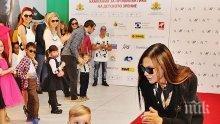 Синът на Юлияна Дончева дебютира като модел (СНИМКИ)