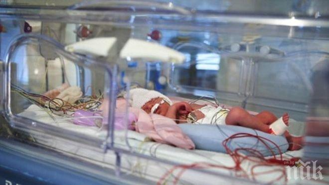 ТРОГАТЕЛНО! Преждевременно родено бебе просълзи света! Вижте какво направи мъничето (СНИМКА)