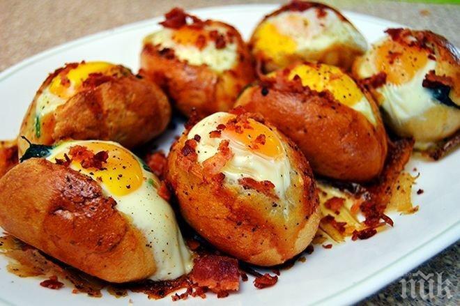 Яйца в хлебче