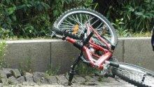 Пак кръв на пътя! Младеж с БМВ уби велосипедист