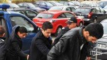 ПИК TV: Тримата сирийци, обвинени в тероризъм, криели в обувките си германски паспорти
