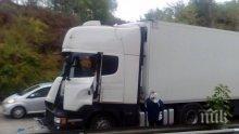 Два ТИР-а се удариха на пътя Ново село- Ихтиман- един човек пострада
