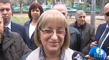 Цачева гласува в Плевен, пусна вот и за референдума