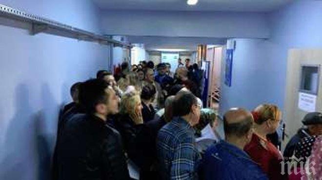 Екшън в Бурса! ЦИК забрани декларацията на български език да се попълва от друг, освен избирателя