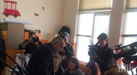 ЕКСКЛУЗИВНО! Бойко Борисов на ранина пред урните