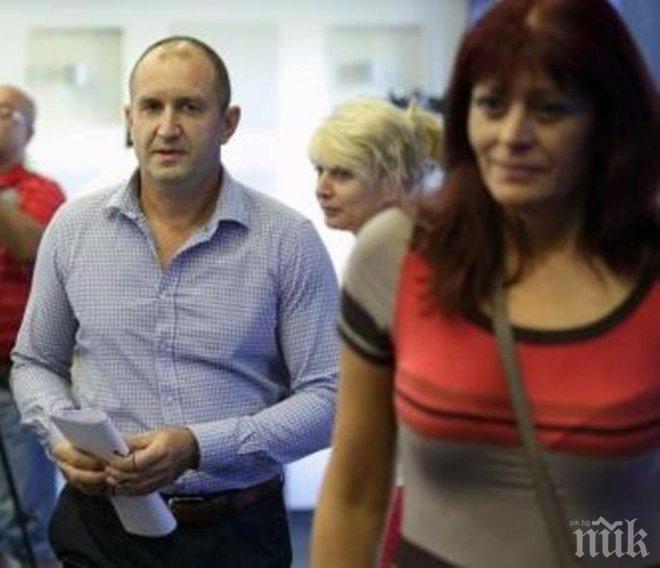 САМО В ПИК TV! Румен Радев сложи очила - кандидатът за президент трудно чете менюто на обяд с жена си (ПАПАРАШКО ВИДЕО)