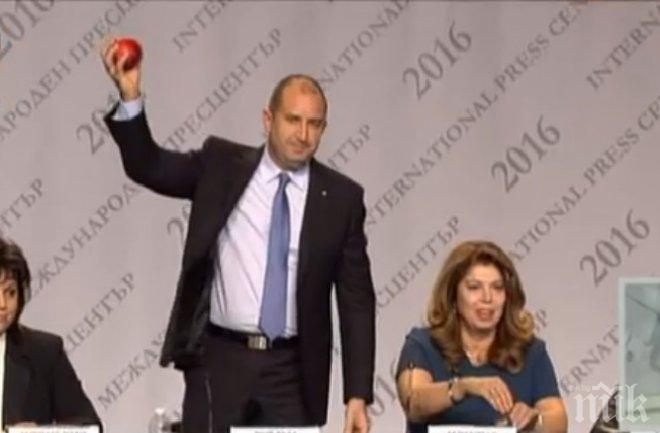 ИЗВЪНРЕДНО В ПИК TV! Пълен цирк на пресконференцията на Румен Радев! Беновска му метна ябълка с послание (НА ЖИВО)