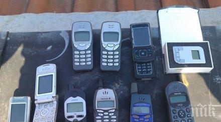 """КРИЗА! До месец старите мобилни телефони изхвърлят """"Фейсбук"""""""