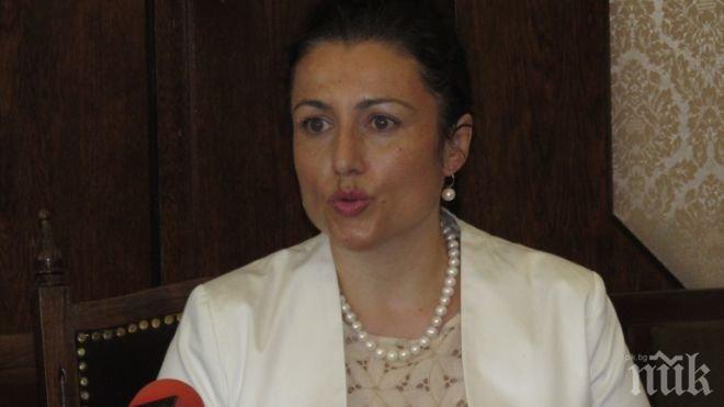 Десислава Танева отговори за скандала с джиповете