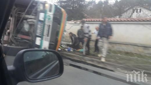 Жестока катастрофа на пътя Мездра-Ботевград! ТИР помете къща (СНИМКИ)