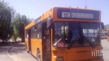 ШОК! Младеж си го извади и мастурбира посред бял ден в автобус 280 (СНИМКА 18+)