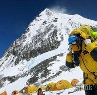 Китай гради разделителна линия с Непал на Еверест заради COVID-19