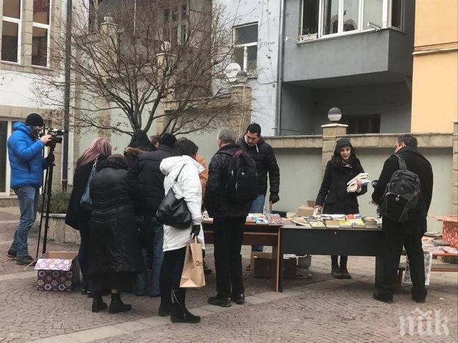 СЕНЗАЦИЯ В ПИК TV! Невиждана акция в центъра на София - BLACK FRIDAY за книги
