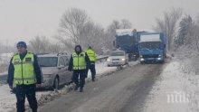 """Жена и дете са пострадали на """"Хемус"""", ударили са се камион и кола"""