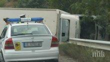 Поредно меле на пътя! Три коли и ТИР се насметоха край Симитли, жена е ранена
