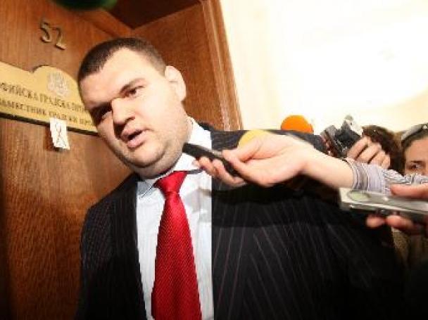 Граждани искат разследване на Пеевски и медиите му