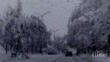 Метър сняг на Троян - Кърнаре! Затвориха прохода