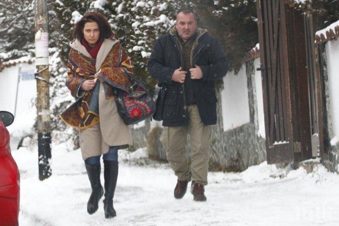 """САМО В ПИК И """"РЕТРО""""! Ани Цолова излекува мъжа си от пиянство - водещата заряза сина си Калоян, за да спасява брака си (ПАПАРАШКИ СНИМКИ)"""