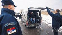 ГАДОСТ! Каналджия изостави мигранти на зверски студ на паркинг в Германия