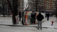 ИЗВЪНРЕДНО! Линейка се обърна във Варна (СНИМКИ)