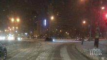 ИЗВЪНРЕДНО! Снегът в столицата се предаде, обработката по пътищата го изяде (СНИМКИ)