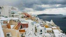ГЪРЦИЯ ЗАМРЪЗНА! Сняг покри най-слънчевите острови Санторини и Родос