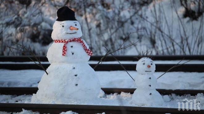 КУРИОЗ! Влак аварира, защото машинист взе снежен човек на релсите за истински