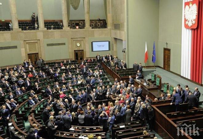 ОКУПАЦИЯ! Нечувана криза в Полша, опозиционери блокираха парламента