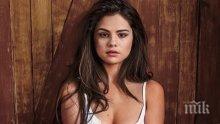 ГОРЕЩО! Селена Гомес пръска сексапил, пусна се гола в социалните мрежи (СНИМКА 18+)