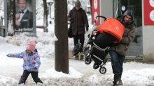 РАВНОСМЕТКА! 250 души са евакуирани от снежния капан в Добрич, спасени са 7 родилки и 4 болни деца