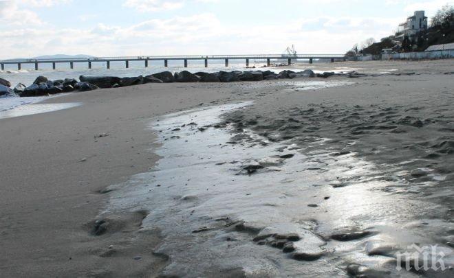 ЛЕДЕН АД! Морето край Бургас замръзна