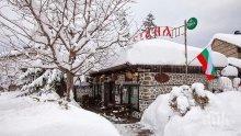 Кръчмарите в Банско привличат клиенти с ескимоска колибка и пийнал Снежко