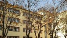 Третокласникът, който мушкаше съученици с пергел, е преместен в друго училище
