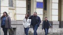 """САМО В ПИК И """"РЕТРО""""! Удариха колата на Юксел Кадриев - новинарят тръгна пеша заради пишман шофьор"""