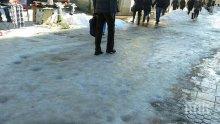 ЛОШ КЪСМЕТ! Свидетел по дело се преби на заледен тротоар, бори се за живота си
