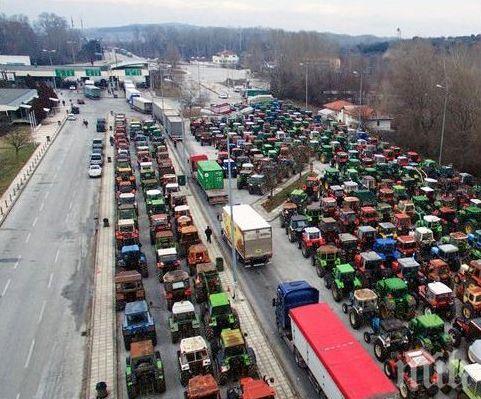 Гръцките фермери готови да засилят блокадите по пътищата!