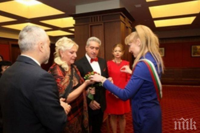 """САМО В ПИК И """"РЕТРО""""! Най-богатата българка Лора Виденлиева си купи мъж за 5 милиона"""