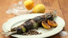 Печена риба с лозови листа