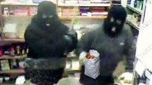 Млад мъж ограби магазин посред бял ден, след това нападна и жена