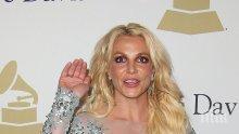 """Бритни Спиърс се появи полугола на прием часове преди връчването на наградите """"Грами"""" (СНИМКИ)"""