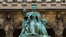 Откриха статуя на кралица, изчезнала преди век от британския парламент (СНИМКА)