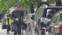 ХВАНАТ В КРАЧКА! Виктор Николаев гази закона, докато шофира (СКАНДАЛНИ СНИМКИ)