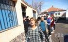 Напрежение в Столипиново! Бутат 40 незаконни ромски къщи (СНИМКИ)