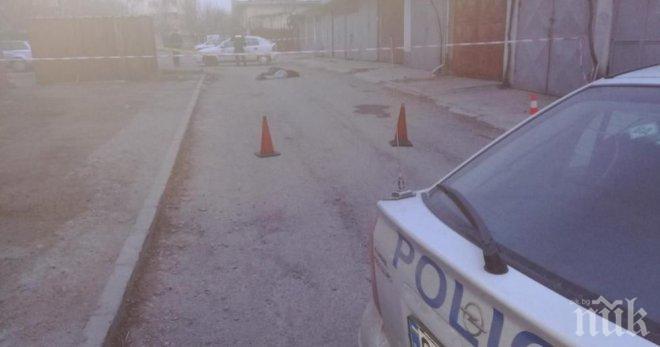 ИЗВЪНРЕДНО! Последни разкрития за убийството в Казанлък, едната от жертвите е полицай, до труповете са намерени гилзи (ОБНОВЕНА)