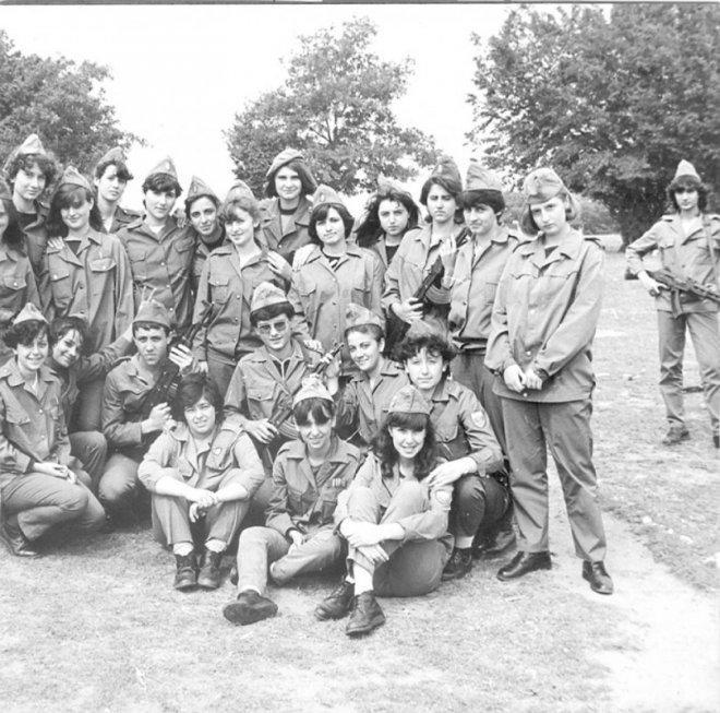 Спомени от соца: Запасняци задиряха ученички на военното обучение