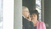 """САМО В ПИК И """"РЕТРО""""! Корнелия Нинова пафка по 2 кутии цигари - червената лидерка навсякъде е заобиколена от мъже (ПАПАРАШКИ СНИМКИ)"""