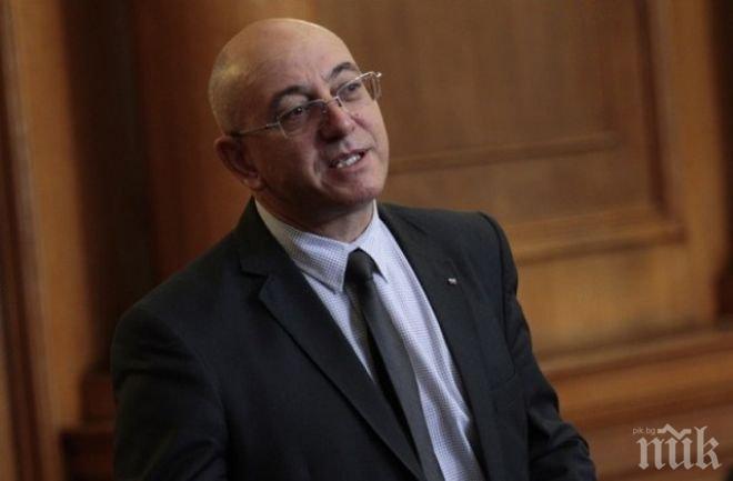 Емил Димитров-Ревизоро: Трябва да вземем този мандат от хората, които с гласове от чужбина решават съдбата на България